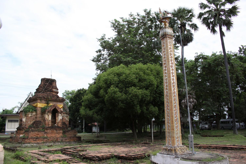 """""""เสาหงส์"""" สัญลักษณ์ของชุมชนมอญ เครื่องรำลึกและสักการะถึงเมืองหลวงของมอญในพม่า คือ เมืองหงสาวดี"""