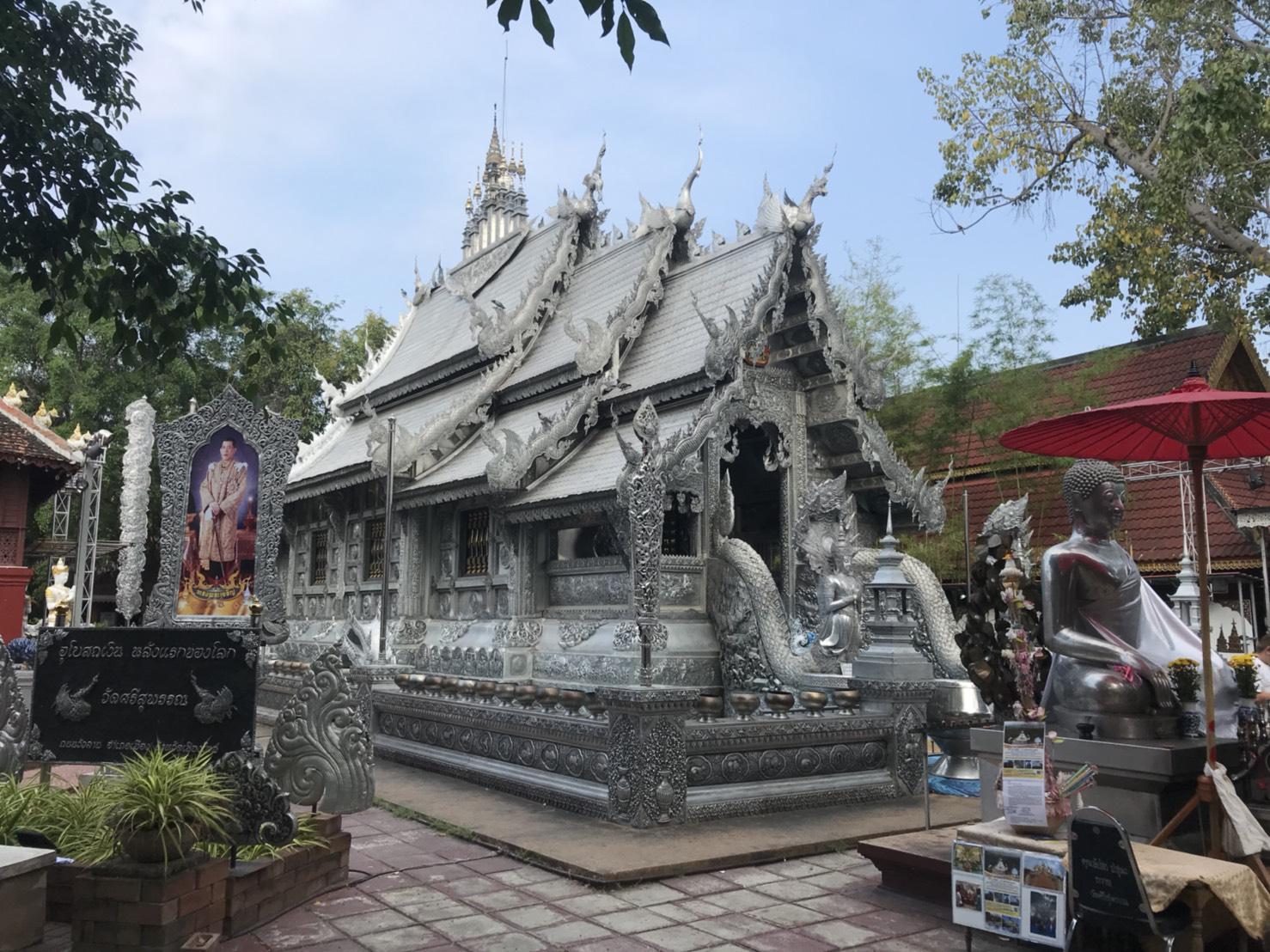 อุโบสถเงินแห่งเดียวในโลก ชาวบ้านทำบุญวันพระ ที่วัดศรีสุพรรณ จ.เชียงใหม่ -  Chiang Mai News